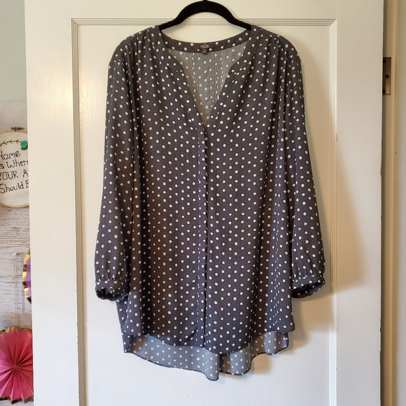 NYDJ XL gray polka dot flowy blouse EUC